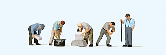 Arbeit an der Bruchsteinmauer