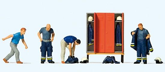 Feuerwehrmänner in moderner Kleidung