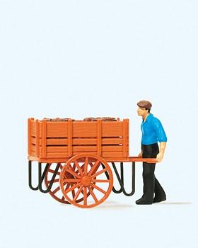 Arbeiter mit Handwagen, Fässe