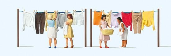 H0-Frauen beim Wäscheaufhängen
