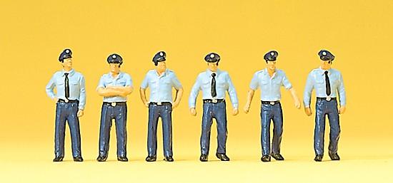 Feuerwehrmänner in Sommer