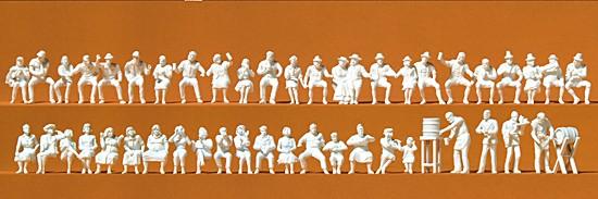 Im Biergarten. 46 unbemalte Figuren