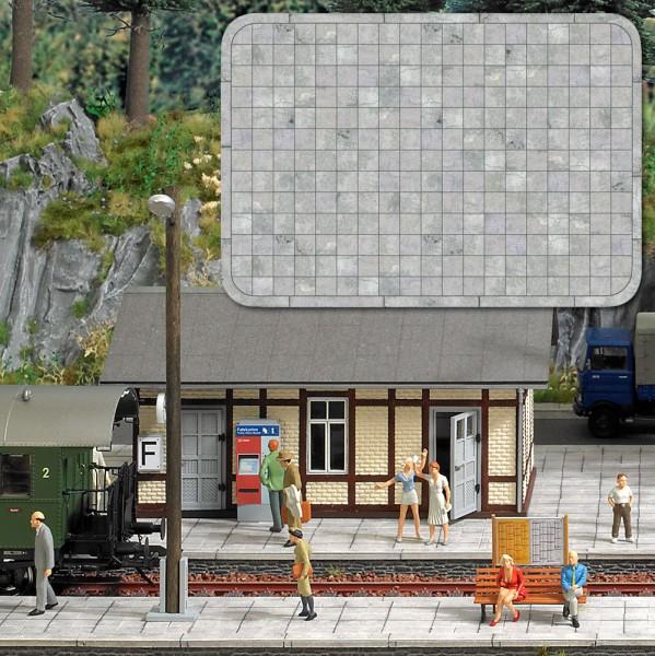Stehende Fahrgäste für Bus und Bahn