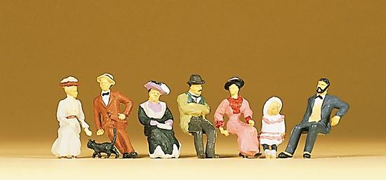 Sitzende Personen um 1900