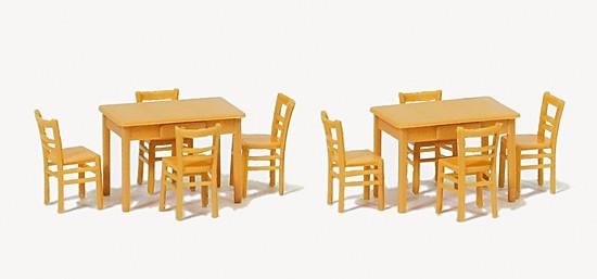 2 Tische, 8 Stühle. holzfarben