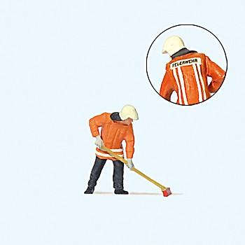 Feuerwehrmann kehrend