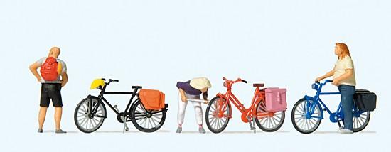 Radfahrer stehend, Reifen aufpumpen