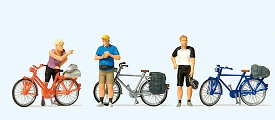 Stehende Radfahrer in Sportkleidung