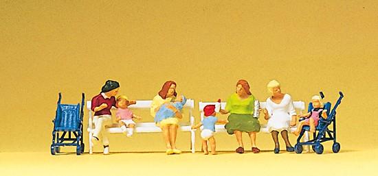Sitzende Frauen, Kinderwagen