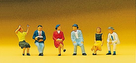 Sitzende Personen