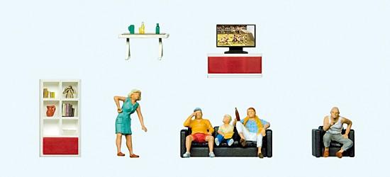 Familie beim Fernsehen. mit Wohnzimmer