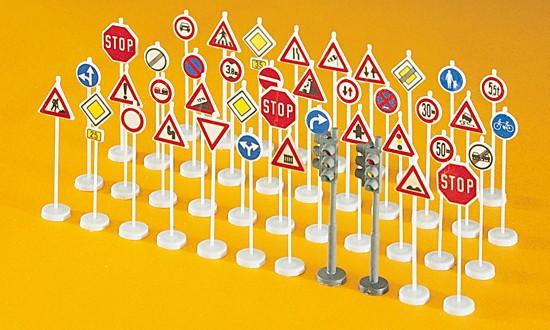 Verkehrszeichen. 40 Stück