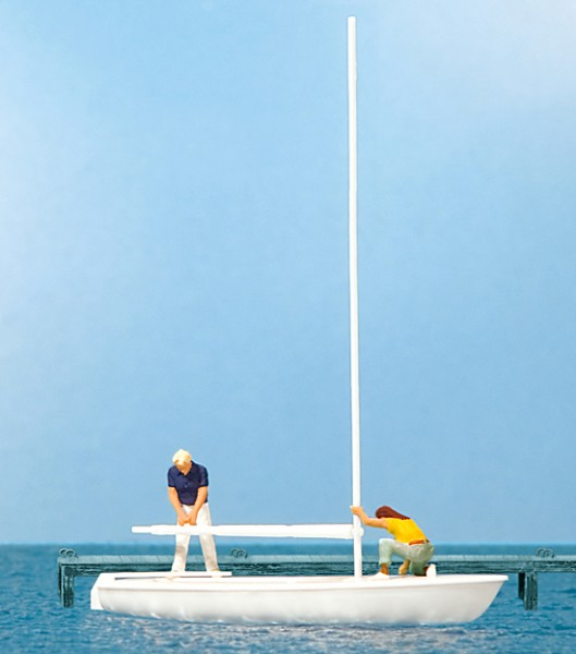 Segler beim Abtakeln. Segelboot Korsar