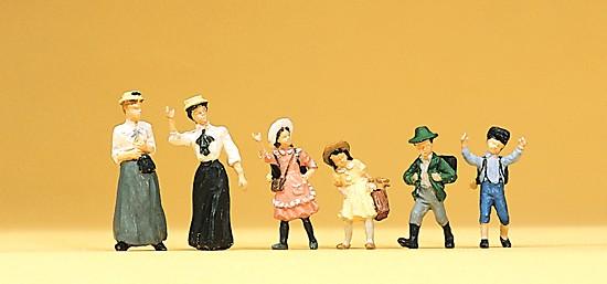 Frauen und Kinder. Um 1900