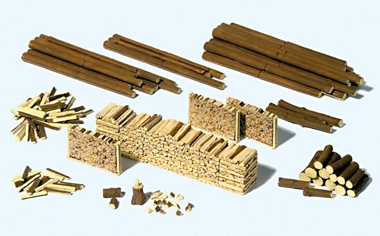 Stämme, Holzscheite, Holzstap