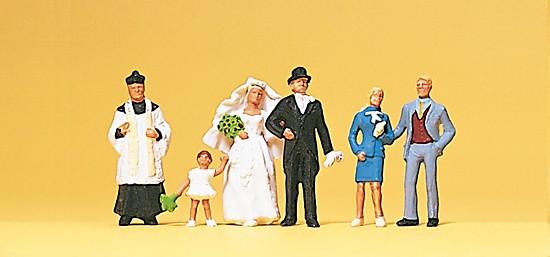 Brautpaar, katholischer Geistlicher