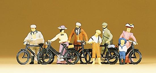 Stehende Radfahrer. Um 1900