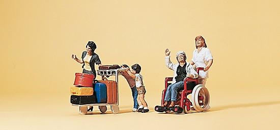 Reisende mit Rollstuhl