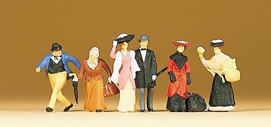 Reisende und Passanten. um 1900