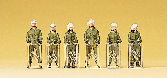 Bereitschaftspolizei. im Einsatzanzug