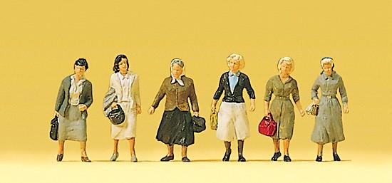 Pendlerinnen auf dem Weg